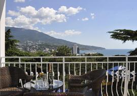 Империал - Ялта   гостиница  бассейн  цены  вид на море