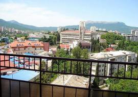3 комнатная  - Алушта аренда  посуточно квартиры  цены ул. Ленина
